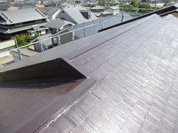 クールタイトSIを使用し、屋根裏面温度を最大20℃低減し屋内の温度上昇を抑制します。