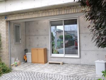 増築した部分の壁も、家全体の打ち放しコンクリートの雰囲気に合わせてくれました。