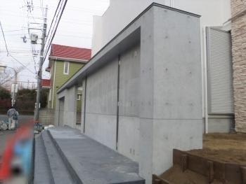 打放し調コンクリート模様付工法でオシャレな外塀になりました。