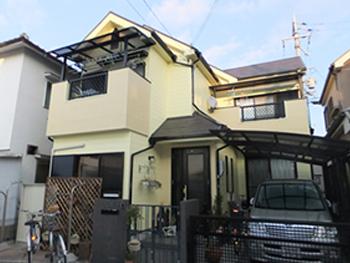 クリーム色に塗り替えることでやさしい印象を与える家になりました。
