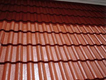 屋根の塗装は見た目だけでなく、雨風から家を守る効果もアップさせてくれます。